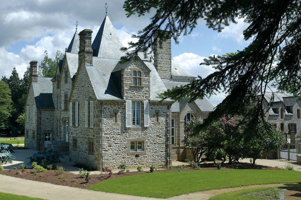 chateau-du-bourg-st-denis-gastines-53-1