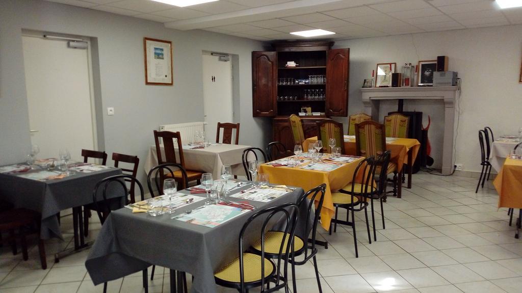vallee-de-la-sarthe-LE-MENHIR-restaurant-vue-interieure-Longnes