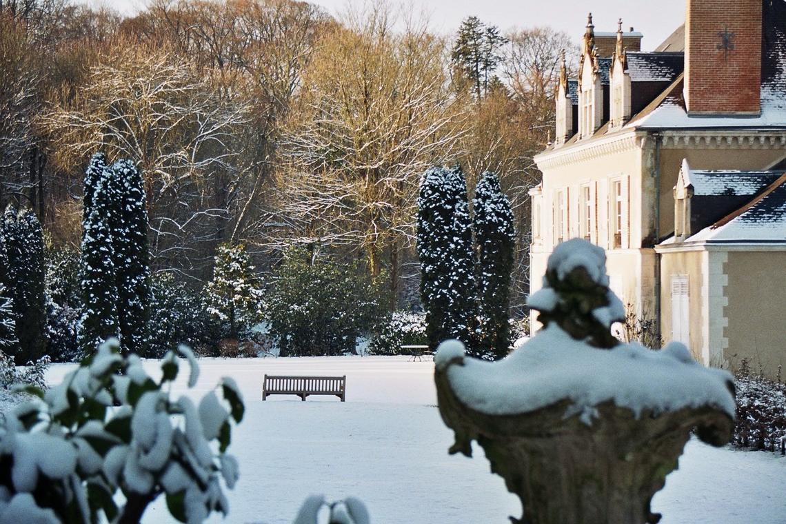 vallee-de-la-sarthe-chateau-de-montertreau-neige