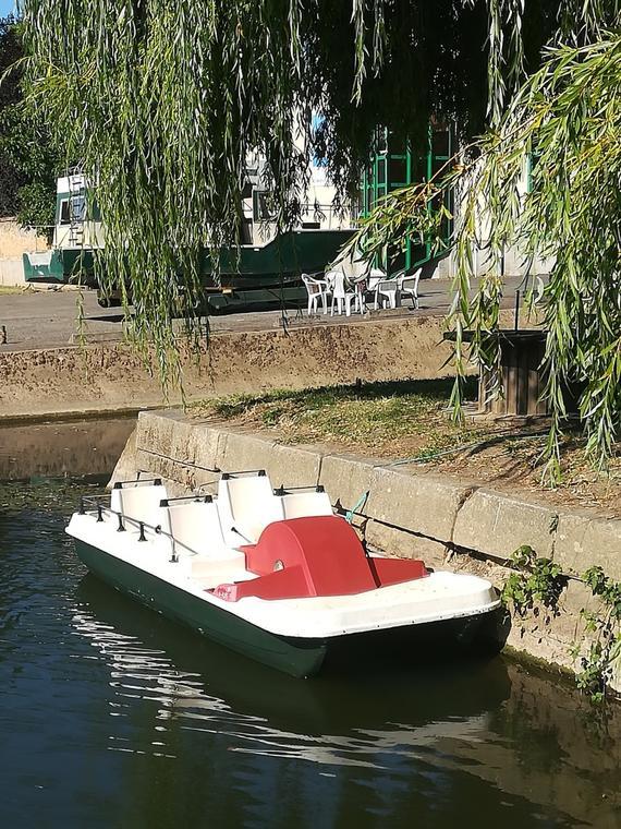 Pédalos Halte fluviale de Noyen