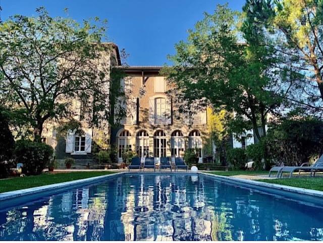 1-Chateau Guilhem-Facade et piscine