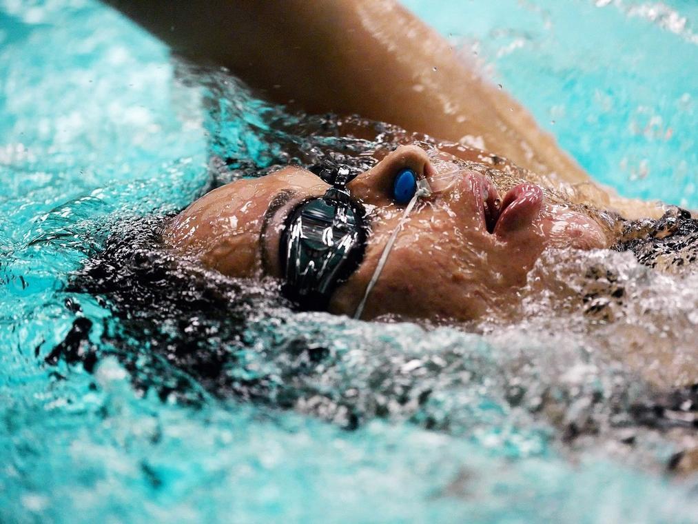 swimmer-728217_1920