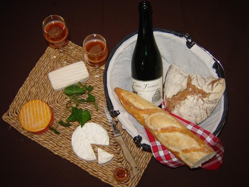 Produits normands Orbec cidre et fromages T© V Hublin