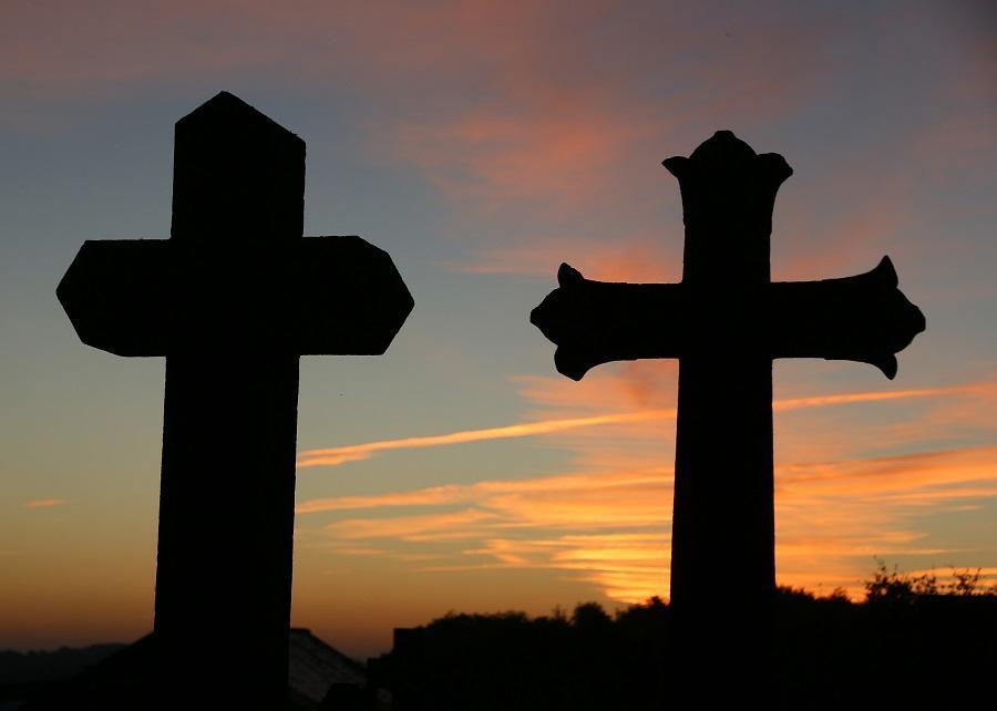 2Le Châtellier - Cimetière, les 2 croix