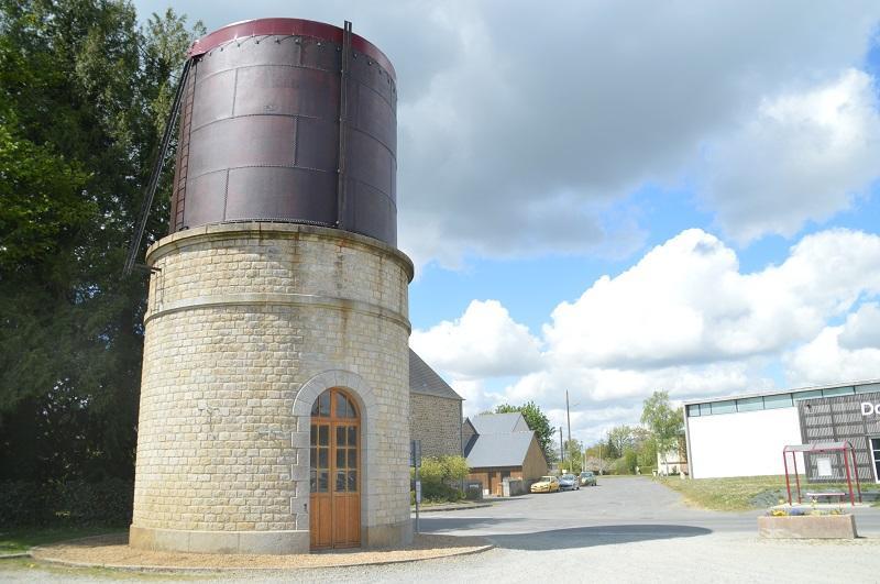 Château d'eau de l'ancienne gare © Mairie de Maen Roch
