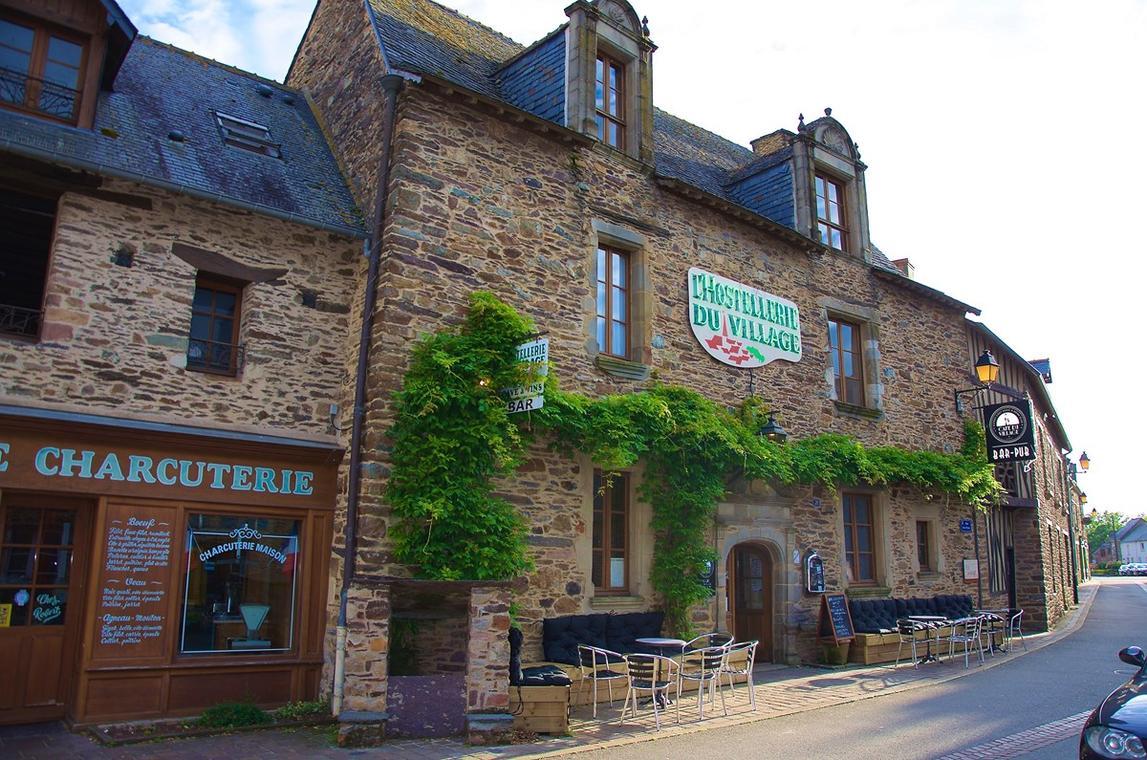 Facade Demeure XVI Le CDV Bar Lounge & Chambres Insolites Loheac