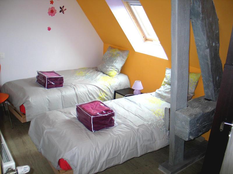 Gîte de Mme Ettlin à Combourg - chambre orange