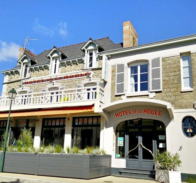 Hotel-La-Houle-Saint-Briac-devanture