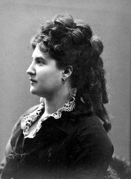 Judith Gautier,  célèbre femme de lettres, fille de Théophile Gautier, possédait une maison à Saint-Enogat…