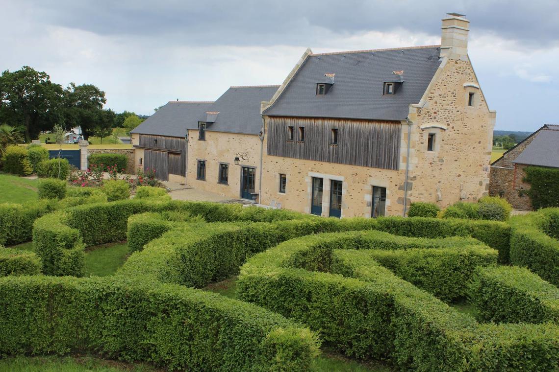 Manoir-du-Clos-Clin---Macquart-de-Terline-Guy-facade-et-jardin-4
