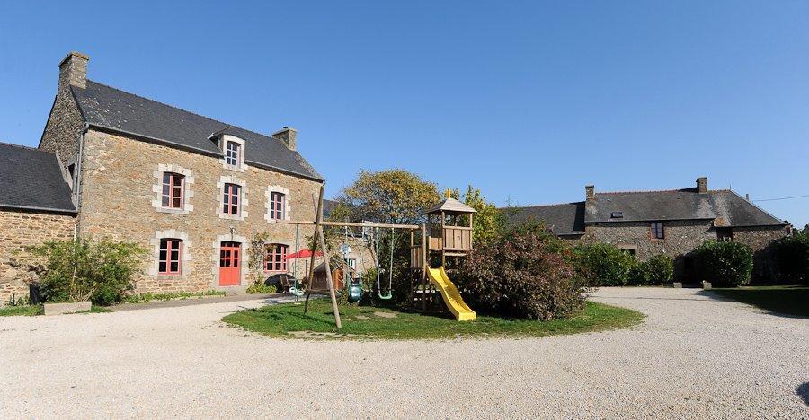 Mme-Guinoiseau-Armelle-Dinard-facade-et-jardin-2