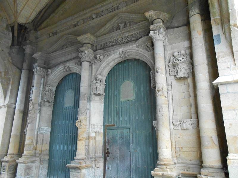 Porte église Bais