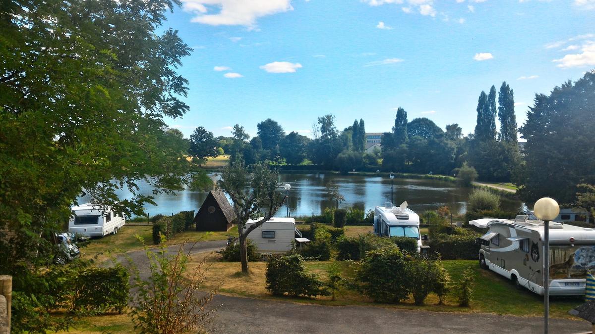 St-Aubin-du-Cormier-Camping-Emplacements