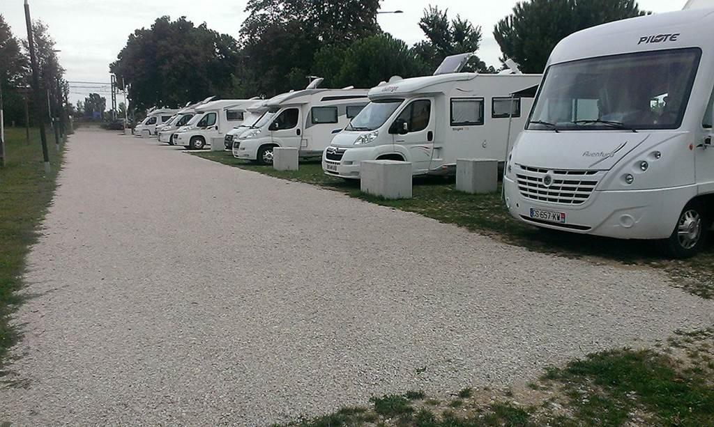 Aire de camping car Montauban - Port Canal