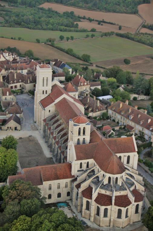 Montgolfière, Vézelay Basilique vertical leger