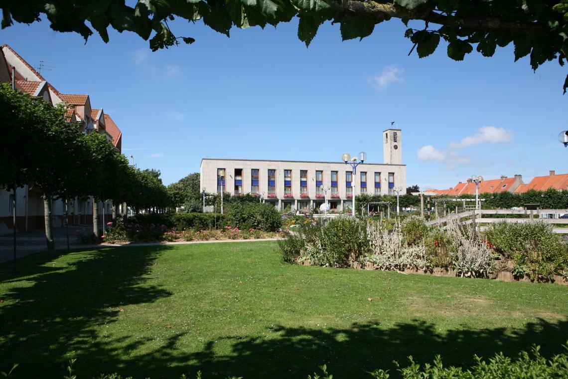 jardin-public-et-mairie-d-outreau-ville-d-outreau_1