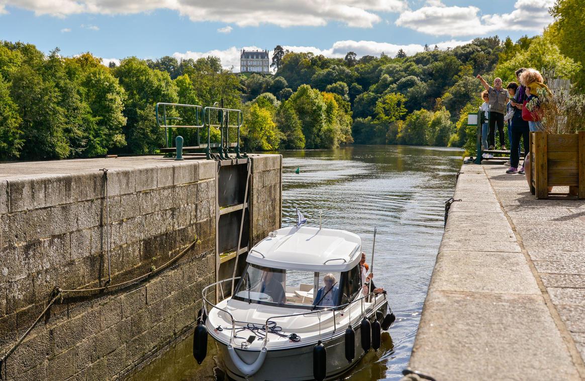 Ecluse_de_la_Benatre-La_Mayenne_(riviere)_Origne-CP-Emilie_D_-_Mayennne_Tourisme-1920px (1)