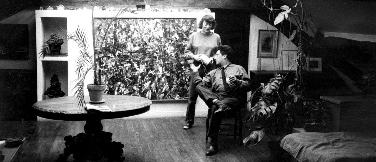 Joan Mitchell et Jean-Paul Riopelle dans le séjour de l'atel