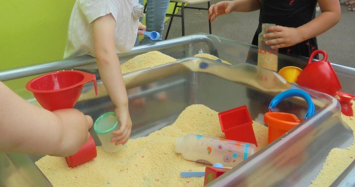 Atelier Parents Enfants Manipulation graines