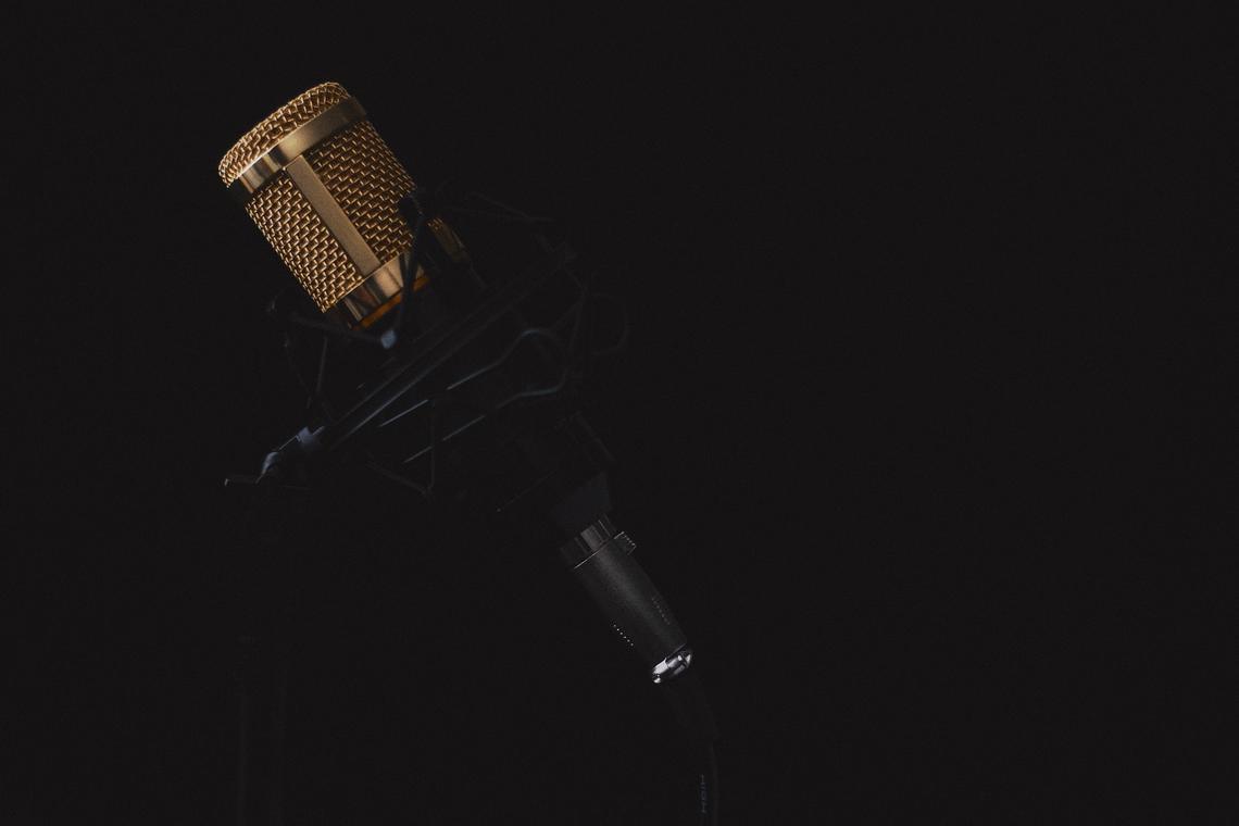 microphone-2130806-1920-138533