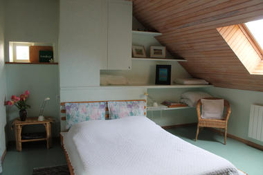 La chambre verte et son grand lit