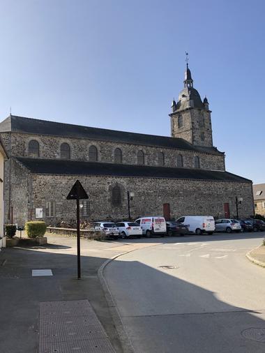 Eglise Irodouer - départ du circuit (2)