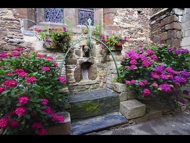 Fontaine du Lion d'Or, accolée à l'église St Gilles - Malestroit
