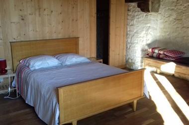 Gite-Ar-Merglet-Maxent-chambre2-avec-dressing-2