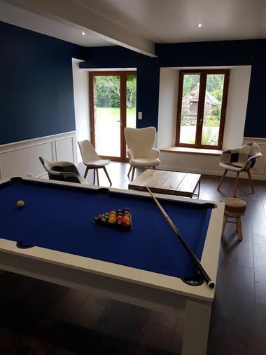 Salon avec Billard_Gîte La Brousse de Coganne