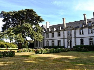 Château de Loyat - façade et jardins arrière - Brocéliande - Bretagne