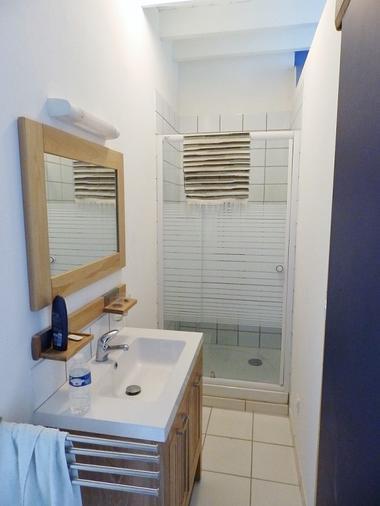 salle de bain gîte le Cormier