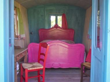 roulotte des courtils - intérieur cosy - Ploërmel-Brocéliande-Bretagne