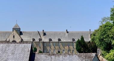 vue-sur-l-abbaye-de-paimpont-maison-des-legendes---1-2