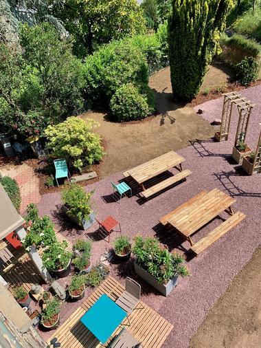vue-sur-le-jardin-maison-des-legendes-paimpont---2