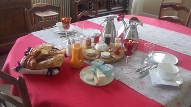 Chateau-de-Craon---chambre-d-hotes-petit-dejeuner