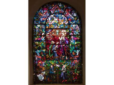 "Grand vitrail de ""l'église du Graal"""