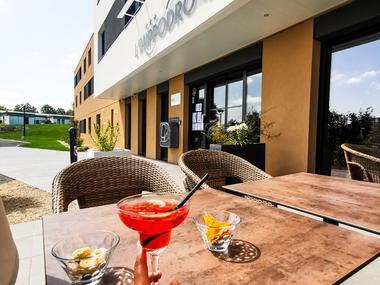 brit hotel L'Hippodrome - terrasse - Ploërmel - Morbihan