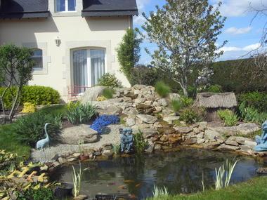 chaveneau - mare dans le jardin