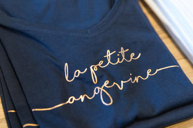Gamme de tee-shirts, boutique de l'Office de tourisme d'Angers