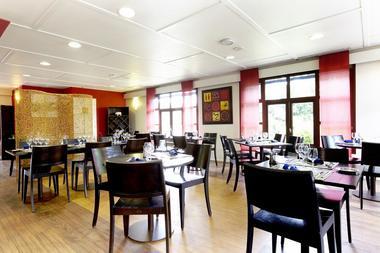restaurant-hotel-kyriad-les-ponts-de-ce-1381126