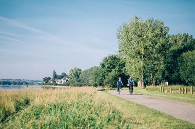 couple-de-seniors-se-baladant-a-velo-copyright-romain-bassenne-destination-angers-4642-1000px-928494