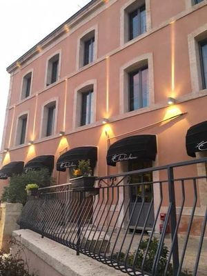 "L'hôtel-bar-restaurant ""Au Chabichou"" à Niort"