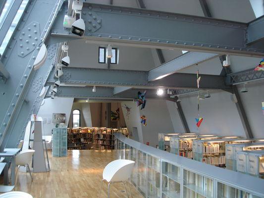 Mediatheque---Galerie-et-poutrelles-metalliques----Office-de-Tourisme-de-Chartres