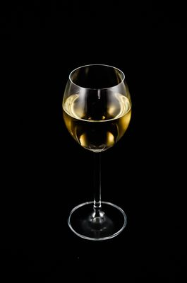 alcohol-wine-a-glass-of-white-wine-51970