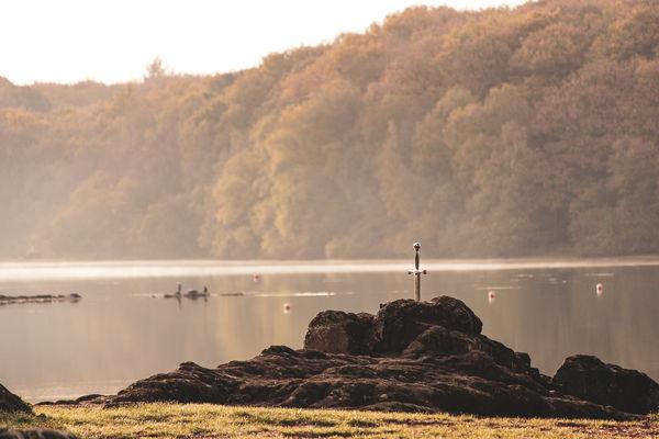 Réplique Excalibur lac de Trémelin