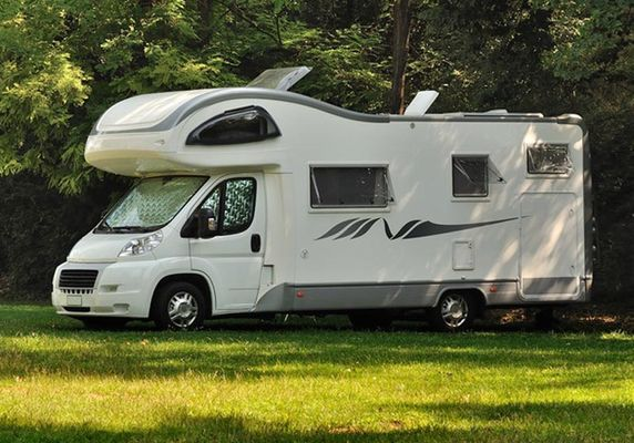 Aire-service-camping-car-Destination-Brocéliande-Bretagne