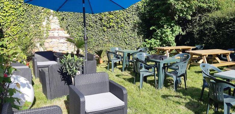 Cote-jardin-creperie-du-Porche-Paimpont-2
