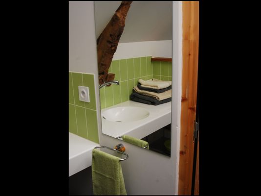 Gite Terre Compagne - salle d'eau chambre familiale