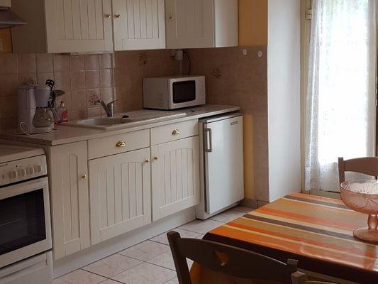 Gîte-Chérel-Loyat- cuisine aménagée -Destination-Brocéliande-Morbihan-Bretagne
