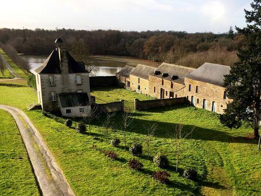 Château de Loyat - ferme et communs - Brocéliande - Bretagne